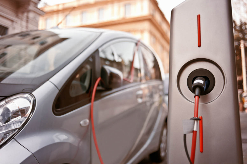 Electric-car-noise-accident-chicago